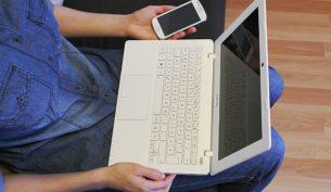telefon laptop internet